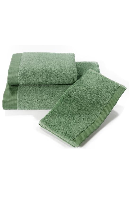 Soft Cotton Dárková sada ručníků a osušek MICRO COTTON. Ručníky a osušky s antibakteriální ochranou jsou vyrobeny z česané 100% MICRO bavlny o gramáži 500 g/m2. Zelená