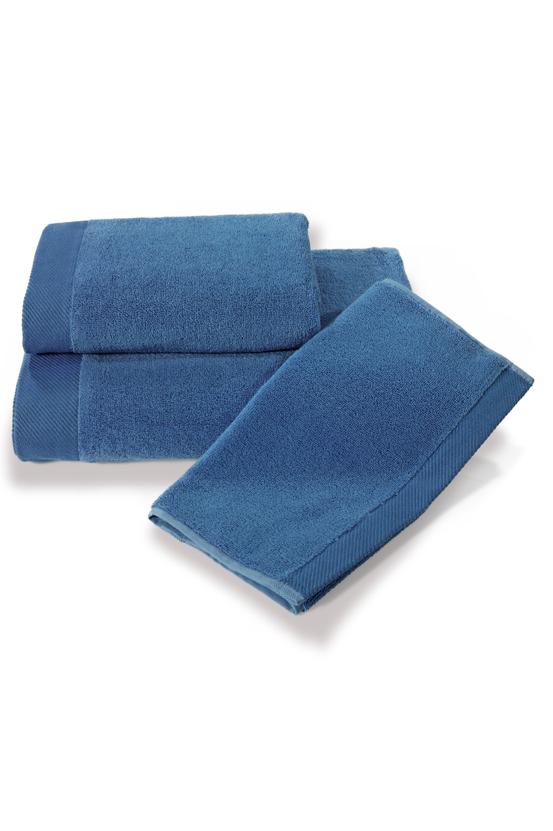 Soft Cotton Dárková sada ručníků a osušek MICRO COTTON. Ručníky a osušky s antibakteriální ochranou jsou vyrobeny z česané 100% MICRO bavlny o gramáži 500 g/m2. Modrá
