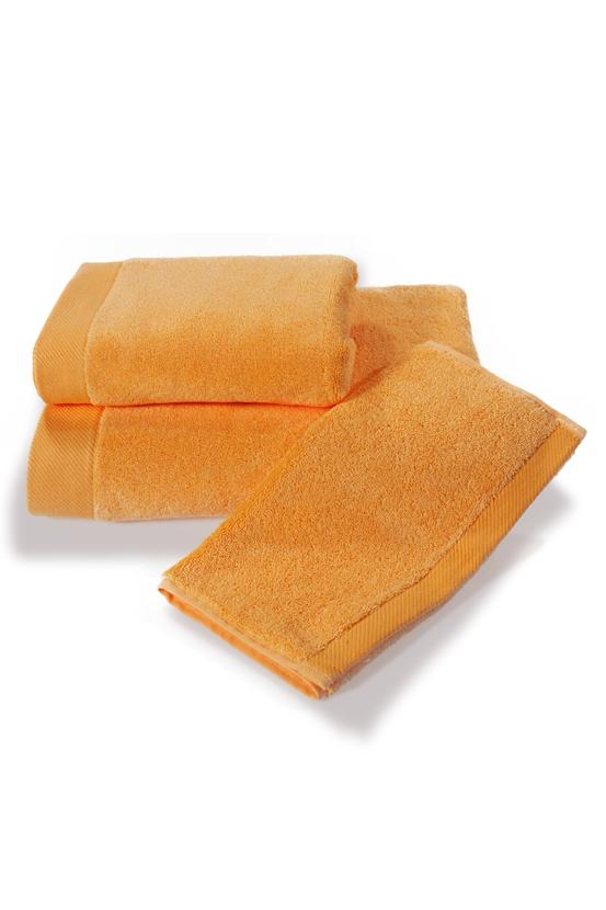 Soft Cotton Dárková sada ručníků a osušek MICRO COTTON. Ručníky a osušky s antibakteriální ochranou jsou vyrobeny z česané 100% MICRO bavlny o gramáži 500 g/m2. Oranžová