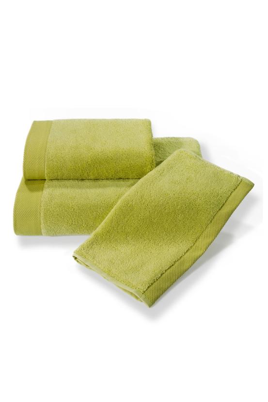 Soft Cotton Dárková sada ručníků a osušek MICRO COTTON. Ručníky a osušky s antibakteriální ochranou jsou vyrobeny z česané 100% MICRO bavlny o gramáži 500 g/m2. Pistáciová