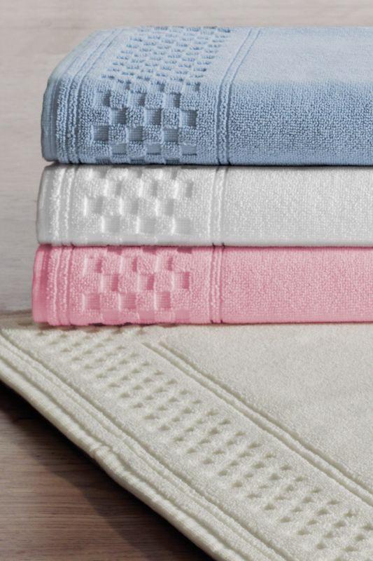 Soft Cotton Koupelnová předložka GREEK 50x90 cm. Froté koupelnové předložky GREEK 50x90 cm s vysokou gramáží, jemným a měkkým vzhledem a dostupností v sedmi barevných odstínech. Lososová