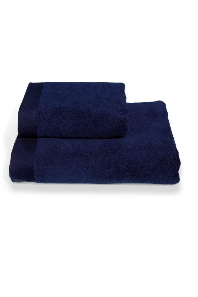 Soft Cotton Dárková sada ručníků a osušek MICRO COTTON. Ručníky a osušky s antibakteriální ochranou jsou vyrobeny z česané 100% MICRO bavlny o gramáži 500 g/m2. Tmavě modrá