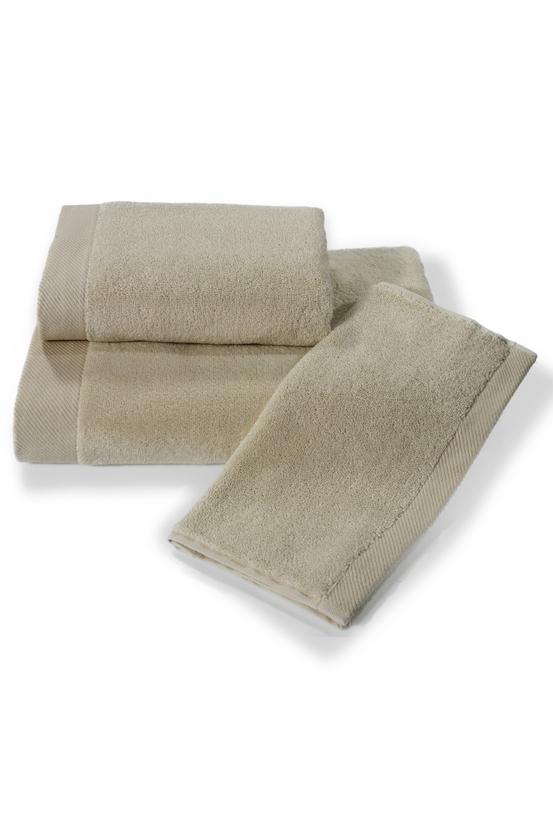 Soft Cotton Dárková sada ručníků a osušek MICRO COTTON. Ručníky a osušky s antibakteriální ochranou jsou vyrobeny z česané 100% MICRO bavlny o gramáži 500 g/m2. Světle béžová