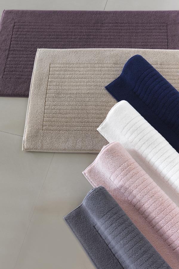 Soft Cotton Koupelnová předložka LOFT 50x90 cm. Rozměry předložek LOFT jsou 50 x 90 cm a jsou vyrobeny z bavlny ze 100% česané bavlny rich soft o gramáži 950 g/m2. Smetanová