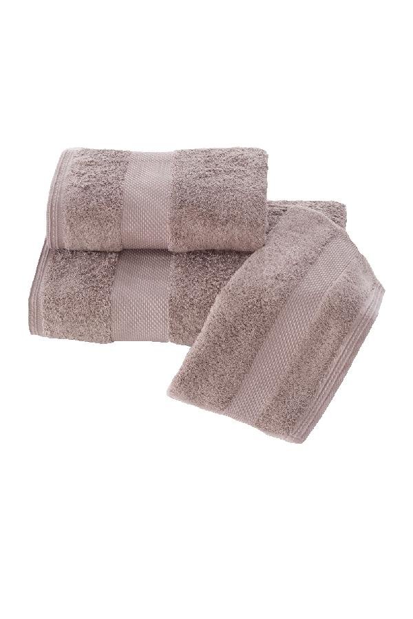 Soft Cotton Dárková sada ručníků a osušek DELUXE. Dárkový set ručníků a osušek DELUXE z modalového vlákna (32x50cm + 50x100cm+ 75x150cm). Pojme až 5x tolik vody, než sama váží v suchém stavu! Tmavě hnědá