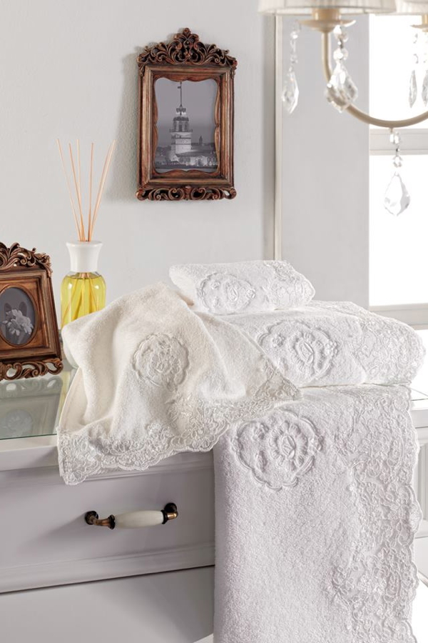 Soft Cotton Luxusní ručník DIANA 50x100 cm. Měkká, komfortní 100% česaná bavlna, hebký, savý, příjemný na dotek. Bílá