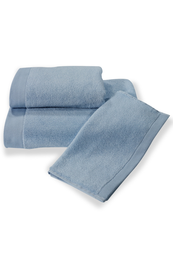 Soft Cotton Dárková sada ručníků a osušek MICRO COTTON. Ručníky a osušky s antibakteriální ochranou jsou vyrobeny z česané 100% MICRO bavlny o gramáži 500 g/m2. Světle modrá