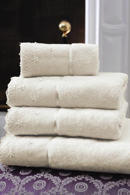 Soft Cotton Ručník SELEN 50x100 cm. Luxusní froté ručníky SELEN 50x100 cm s romantickou krajkou, ze 100% česané bavlny, pro ženy s citlivou pokožkou. Smetanová