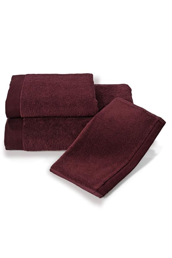 Soft Cotton Dárková sada ručníků a osušek MICRO COTTON. Ručníky a osušky s antibakteriální ochranou jsou vyrobeny z česané 100% MICRO bavlny o gramáži 500 g/m2. Bordo