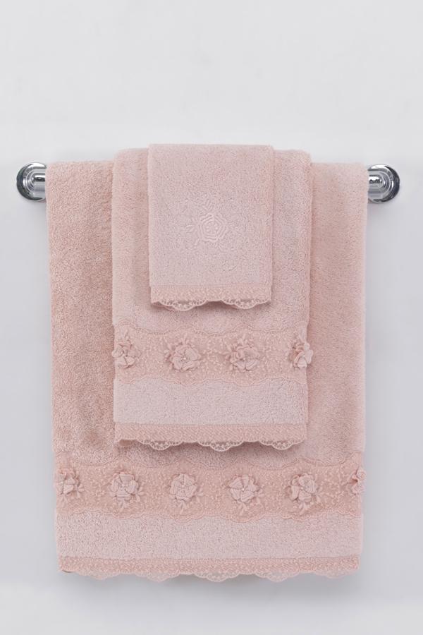 Soft Cotton Malý ručník YONCA 32x50cm. Vyroben z luxusní 100% česané bavlny, která zaručuje ten pravý komfort a zároveň do sebe ručník YONCA výborně vstřebává nadbytečnou vlhkost. Přitom také velice rychle schne. Starorůžová
